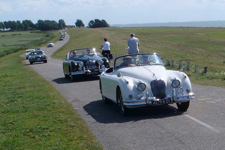 Doorkomst Jaguar Daimler Club 11-stedentocht