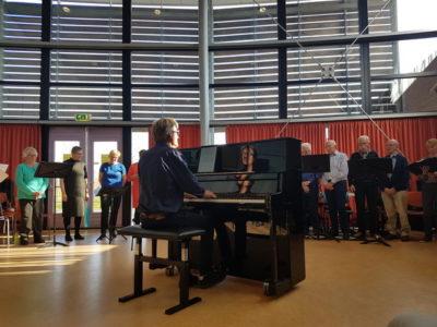 OVERDAGKOOR ZINGT OP DE KERSTMARKT @ Grote Kerk van Dokkum